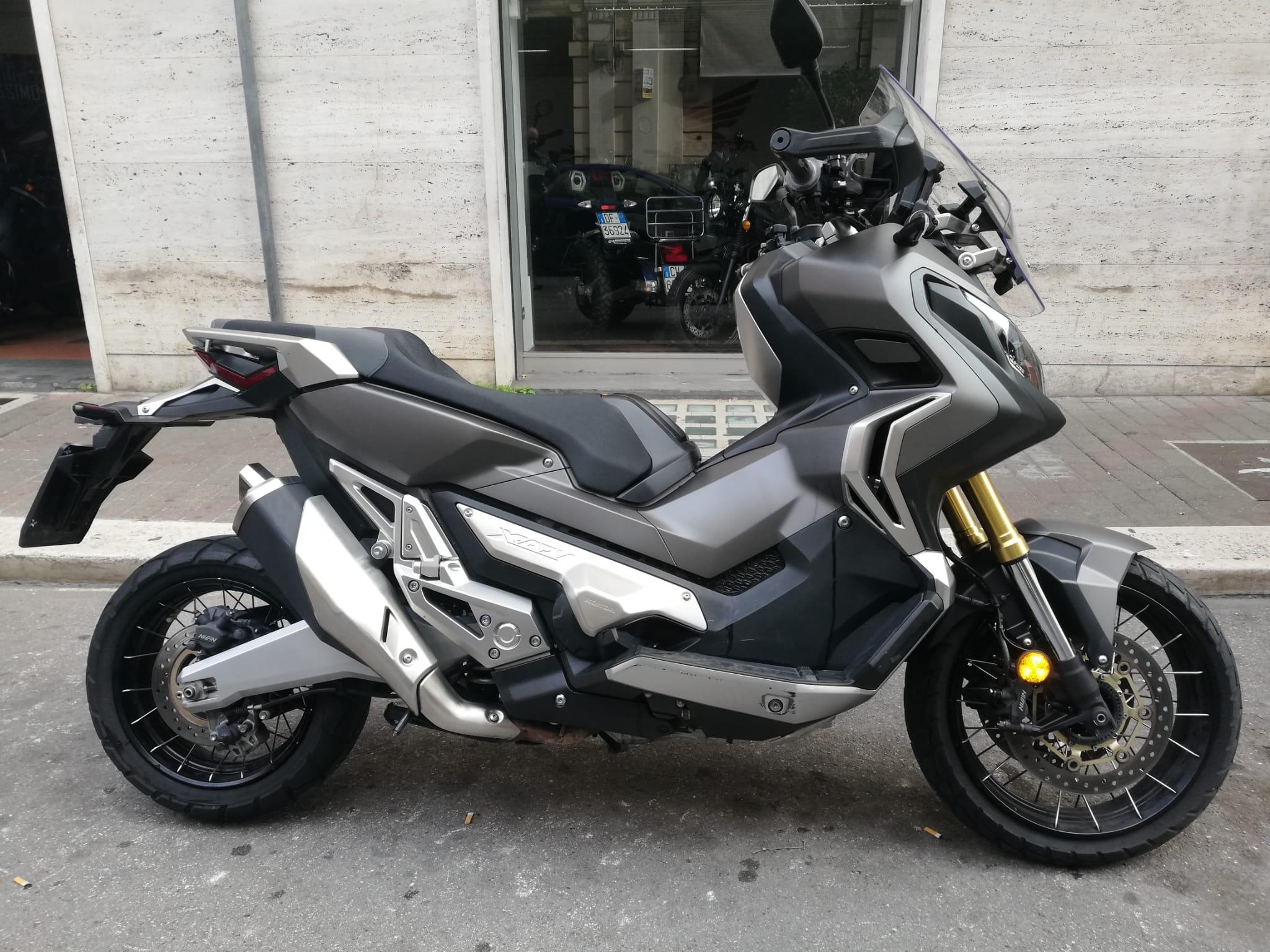 HONDA X-ADV 2018 750 cm3 | scooter | 11 200 km | Argent